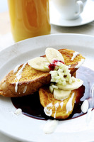 French toast with banana and raspberry sauce