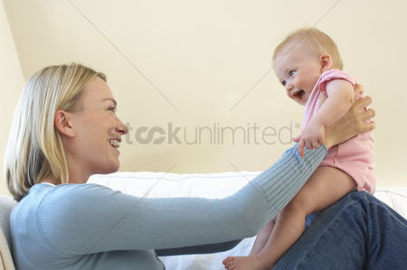 Children : Mother and baby playing