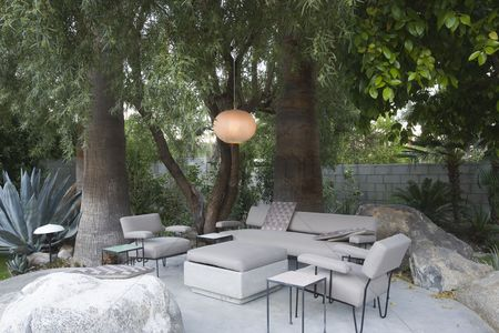 Interior : Outdoor garden furniture in palm springs home