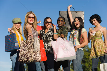 Shopping : Young women with shopping bags outdoors  portrait