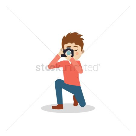 Photographers : Photographer kneeling down while taking a picture