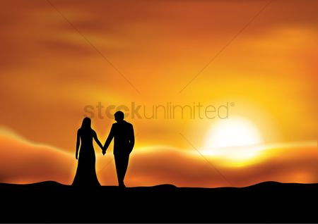 Romance : Silhouette of couple at sunset