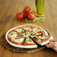 Popular : Close up of a ready-to-eat italian pizza