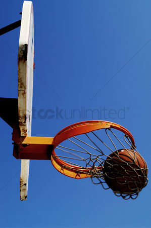 Basket ball : A ball being thrown into the hoop