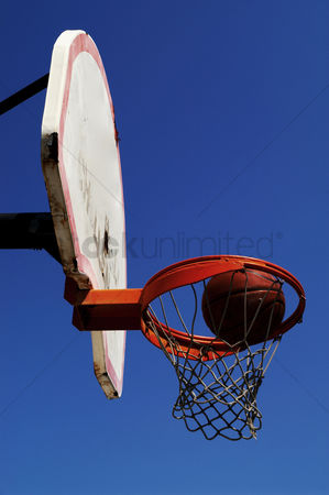 Basket ball : A ball going into the hoop
