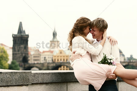 Lady : A guy carrying his girlfriend on his arms