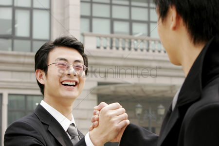 Friends : A hand grasp between two businessmen