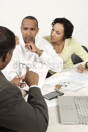 Worry : Accountant giving bad news