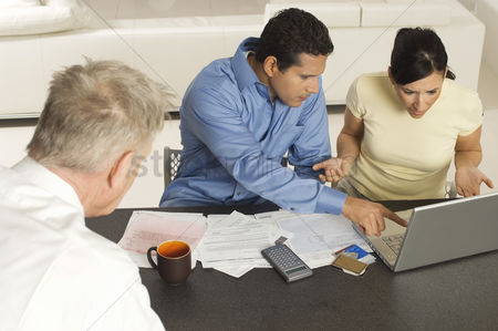 Worry : Accountant working with couple