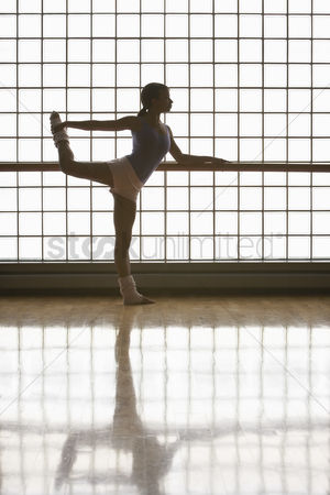 Arts : Ballerina practicing move