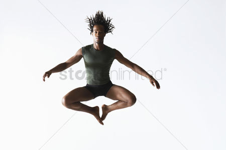 Dancing : Ballet dancer leaping in mid-air
