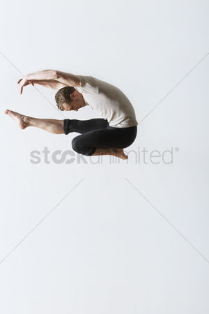Arts : Ballet dancer leaping in mid-air