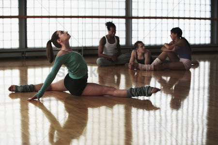 Arts : Ballet dancers at rehearsal