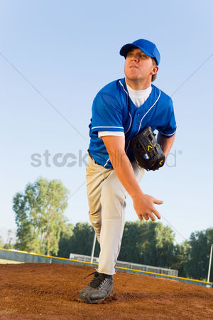 Pitch : Baseball pitcher on mound