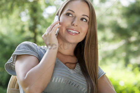 20 24 years : Beautiful young woman using mobile phone in park