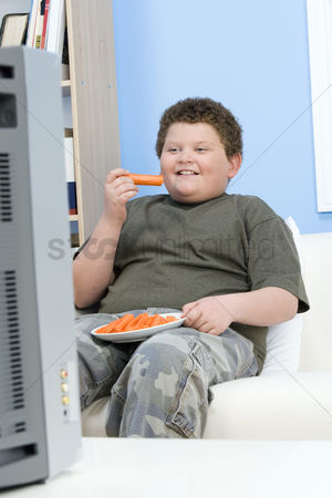 Sets : Boy eating carrot sticks