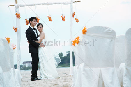 Elegance : Bride and groom at their beach wedding ceremony
