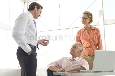 Pocket : Business colleagues working in conference room