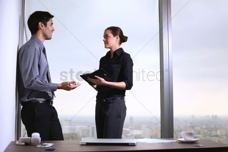 Assistance : Businessman and businesswoman having discussion