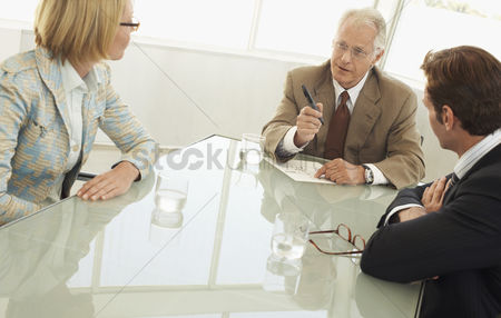 Relationship : Businesspeople in conference meeting