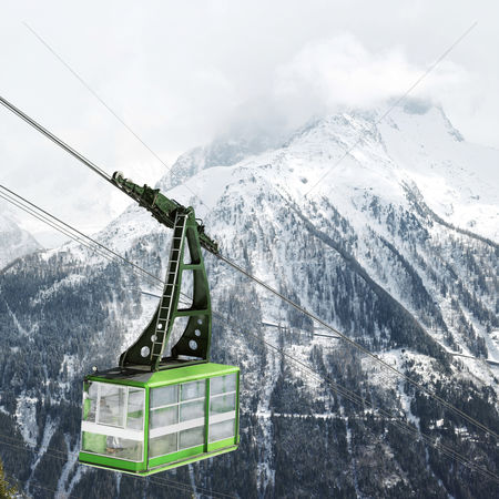 Transportation : Cable car at ski resort