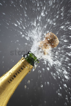 Celebration : Champagne bottle popping cork close-up