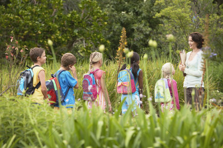 Learning : Children on nature field trip