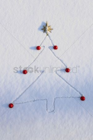 Cold temperature : Christmas tree drawn and decorated in snow