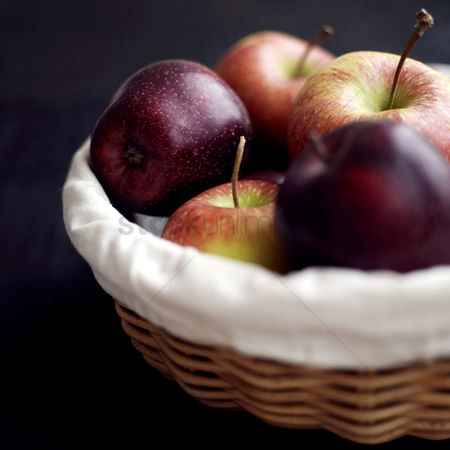 Food  beverage : Close up of a basket of red apples