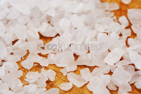 Black background : Close-up of salt grains