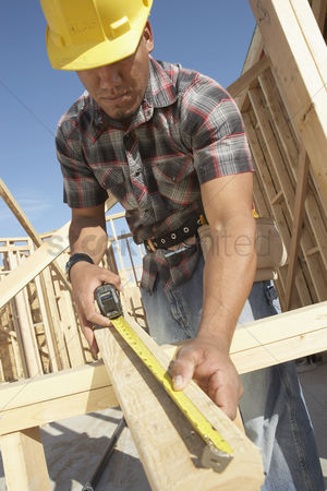 40 44 years : Construction worker measuring timber