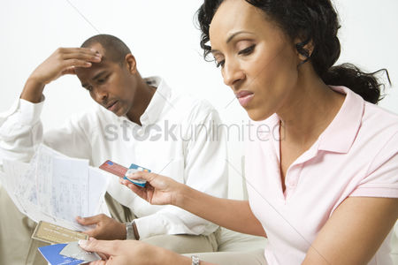 Mad : Couple discussing credit card bills
