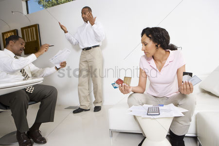 Mad : Couple meeting with accountant