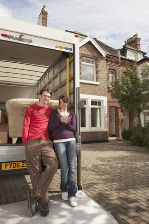Truck : Couple moving into new home