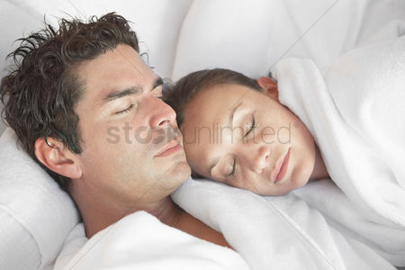Spa : Couple snoozing at spa head and shoulders