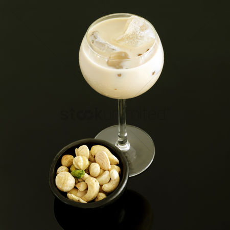 Almond : Cream liqueur with ice and bowl of mixed nuts
