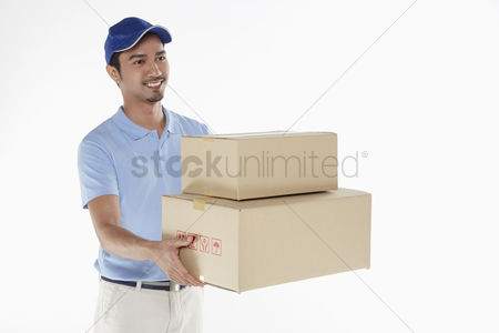 Malay : Delivery person handing out cardboard boxes