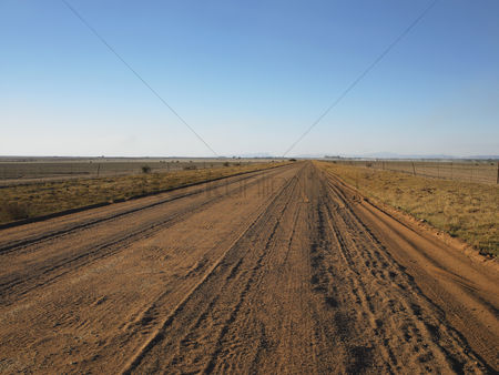 Land : Dirt road