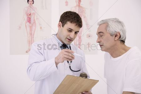 Appearance : Doctor showing patient temperature on the thermometer