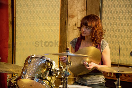 Fixing : Drummer on a drumset