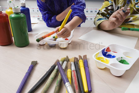 School children : Elementary students painting