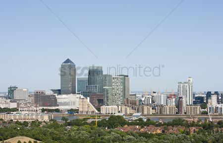 Dogs : Elevated view of canary wharf london