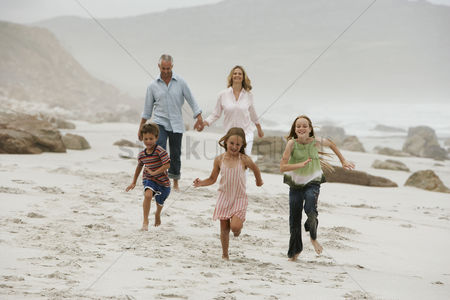 Children : Family on beach
