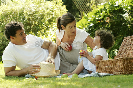 Rest : Family picnicking in the park