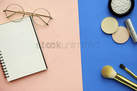 Sets : Flat lay of cosmetic accessories with notebook