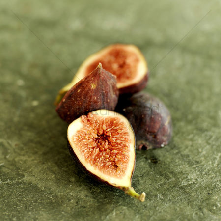 Flavour : Fresh figs on a slate