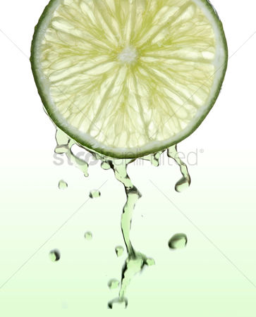 Spring : Fresh lime slice with juice drops