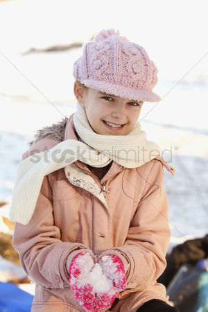 Cold temperature : Girl playing with snow