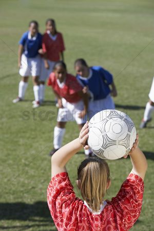 Pitch : Girls playing soccer