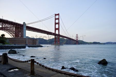 Attraction : Golden gate bridge low angle perspective